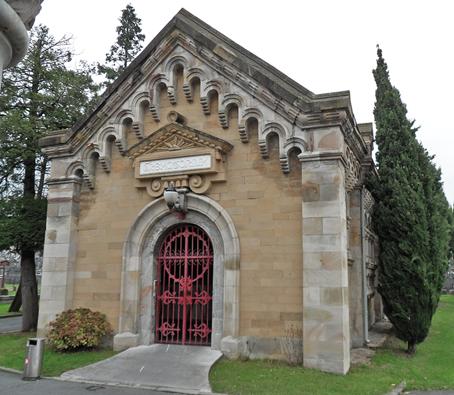 Entrada al crematorio del Cementerio Bilbao