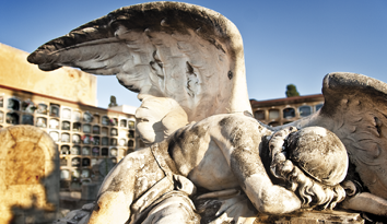 Una de las obras artísiticas en el Cementerio de Les Corts (Barcelona)