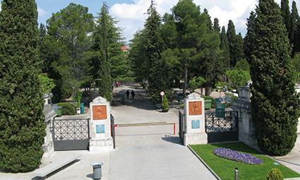 cementerio_de_terrassa_acoge_una_nueva_ruta_guiada