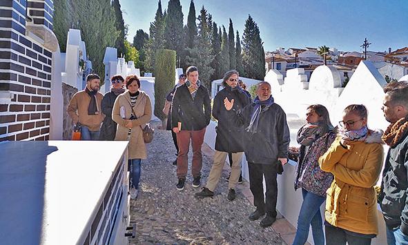 Visita al Cementerio de San Sebastián de Casabermeja (Málaga) en el marco del curso impartido por Francisco José Rodríguez Marín