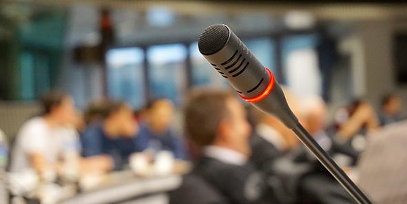 conferencia_sortem_microfono